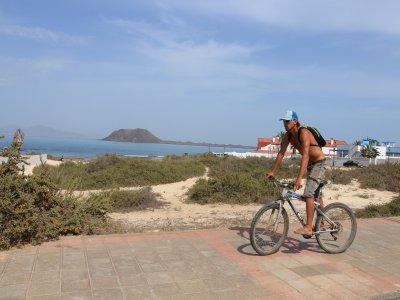 Tour en bici por el pueblo Corralejo 2 horas