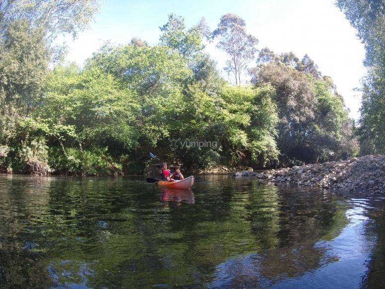 Tranquilo paseo en canoa