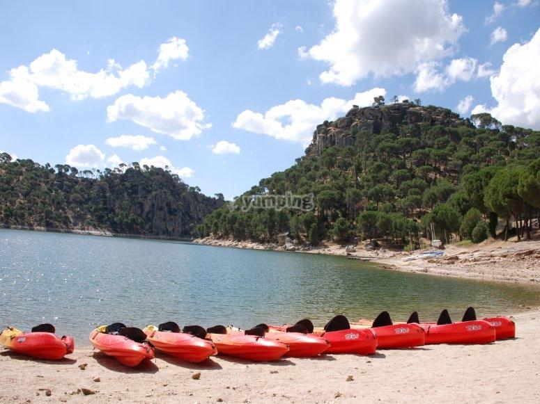 Flota de canoas en Pantano de San Juan