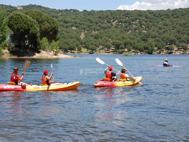 Canoas biplaza en embalse Madrid