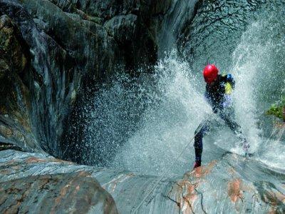 包峡谷和通过ferrata阿拉贡比利牛斯山脉