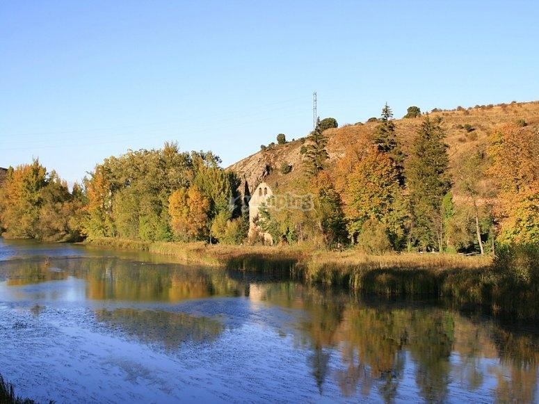 Aguas tranquilas del río Duero