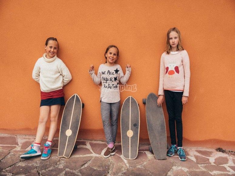 Giocare con lo skate amichevole