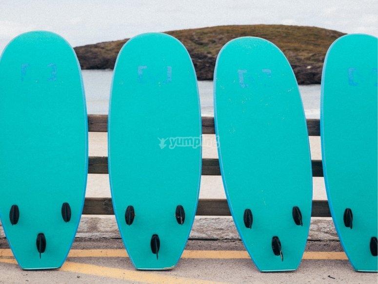 Tavole da surf pronte per essere utilizzate