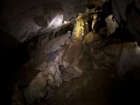 地下洞穴中的洞穴学3 h