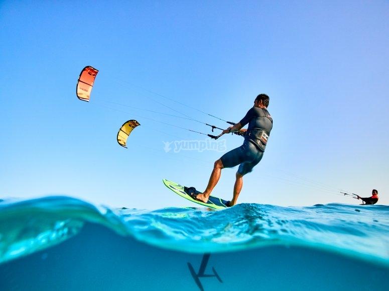 在穆尔西亚(Murcia)练习水翼