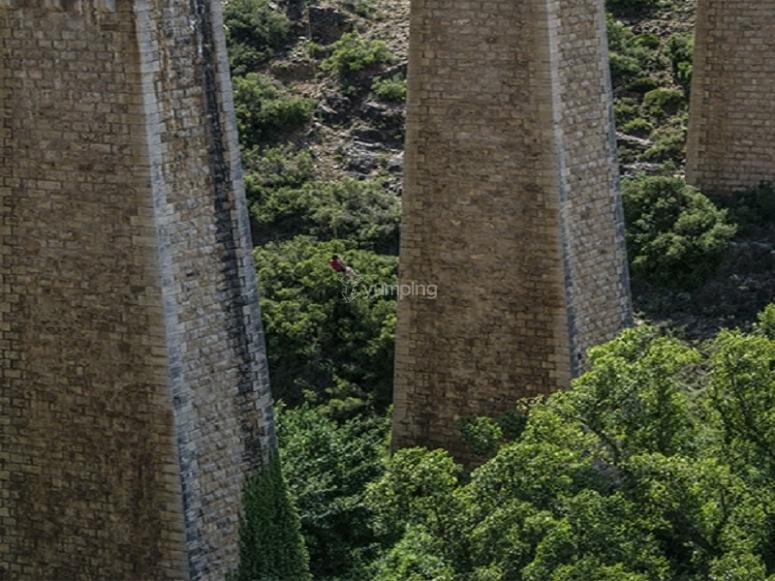 Puenting desde puente en Albentosa