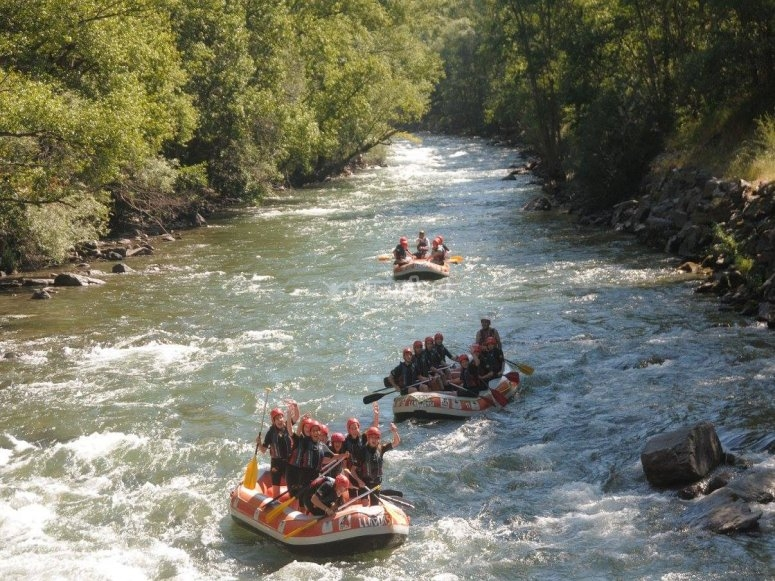 Discesa rafting in acque bianche Lleida