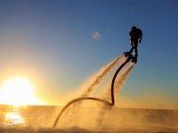 Flyboard con la puesta de sol