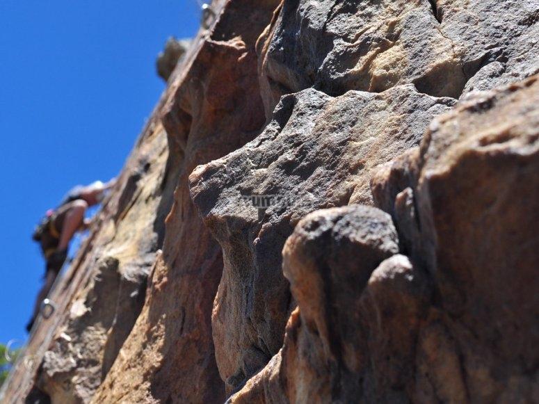 Pared de roca para escalar en Córdoba