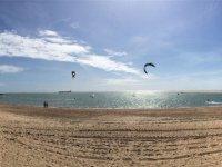 Kitesurf en la playa de Sancti Petri