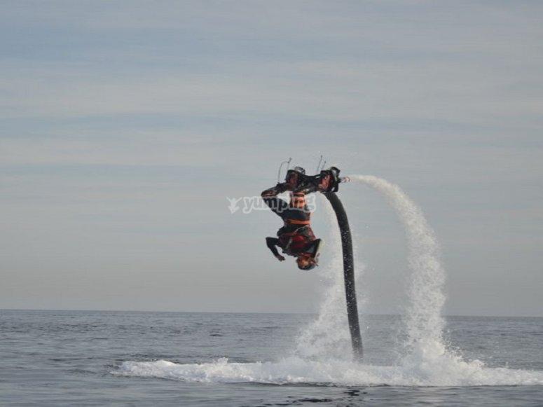 的飞行板和水上摩托包-练习飞行10分钟