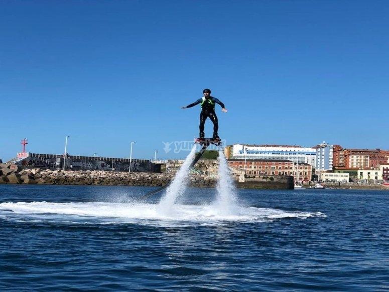 Flyboard en el mar Cantábrico