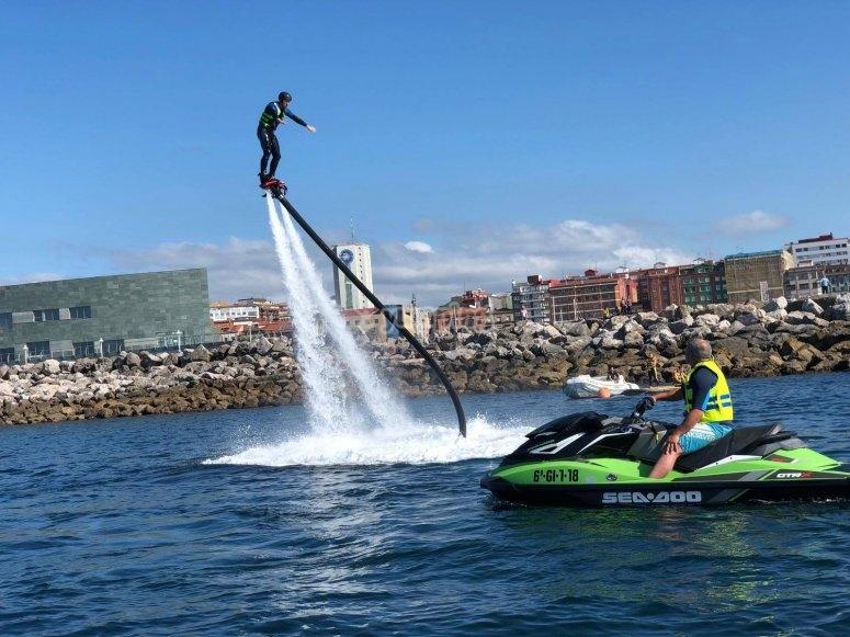 Flyboard en la costa asturiana