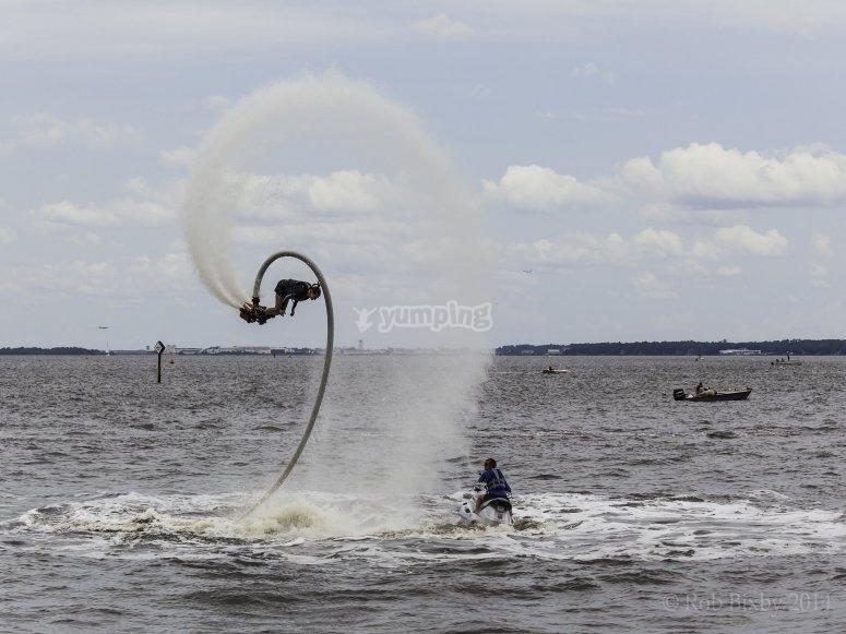 Movimientos en el aire con flyboard