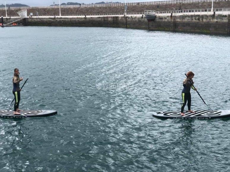 在希洪的桨冲浪
