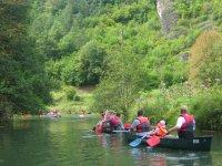 Bajando en las canoas