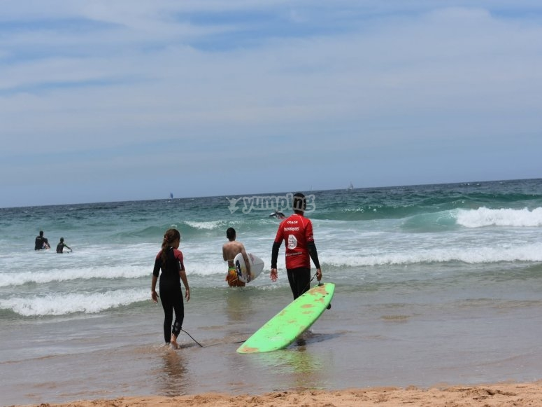 Surfing classes for all ages in Dénia