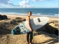 Dispuesta a surfear las mejores olas