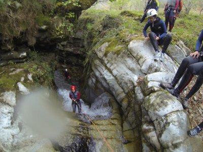 Canyoning in Yera for beginnners 3h in Vega de Pas