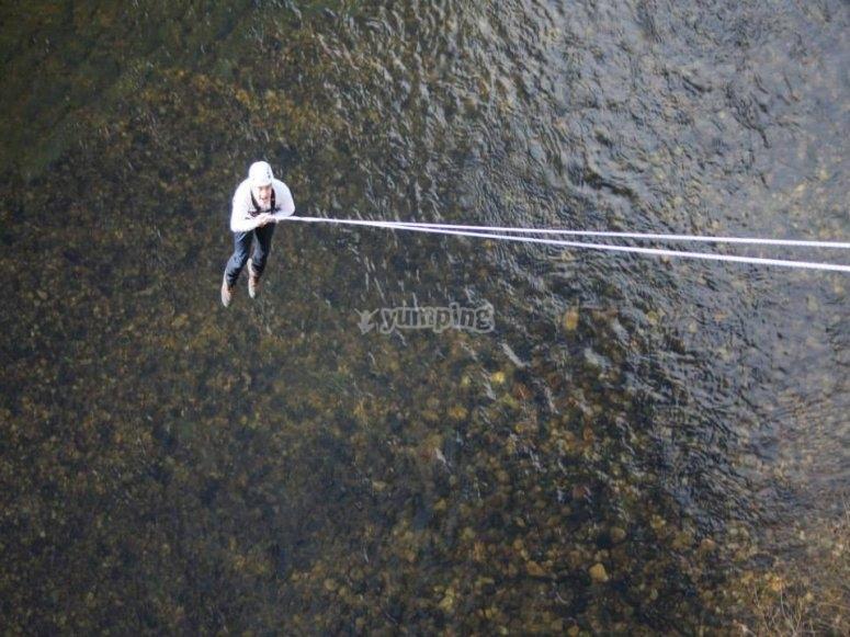 Appeso al fiume