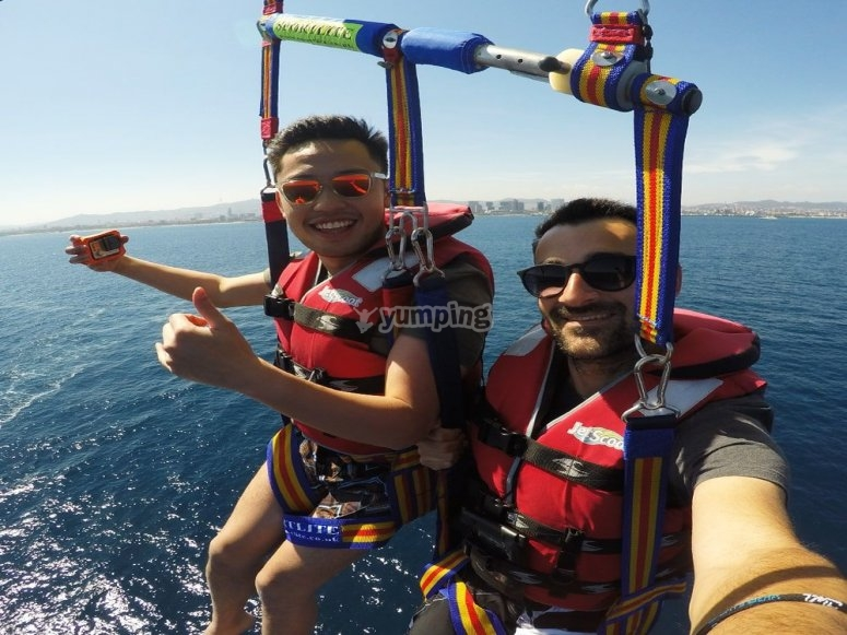 Parasailing in estate Barcellona 15 min