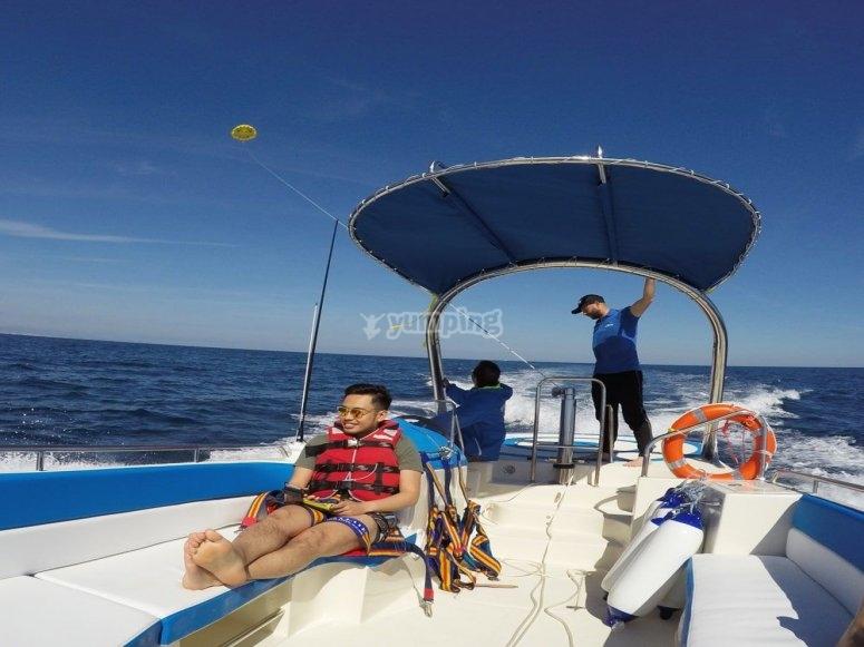 活动期间在船上