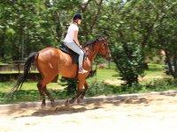 Chica a caballo