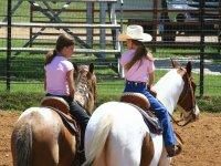 Ninos a caballo