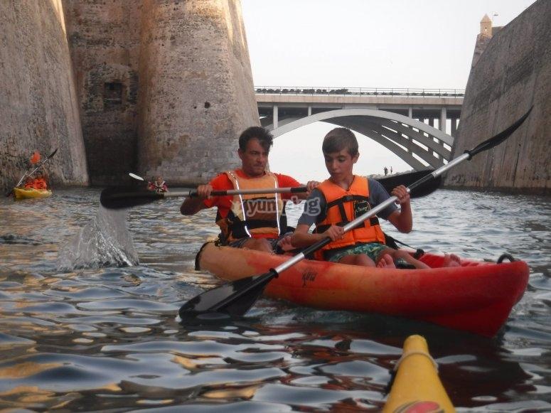 Paseo en kayak foso en Ceuta