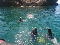 Comenzando la inmersión en el mar