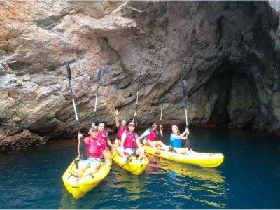 Ruta en kayak La Herradura cuevas y snorkel 2h 30m
