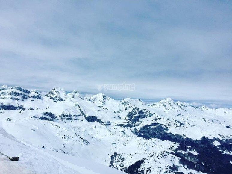 Volo montagne innevate Pirenei