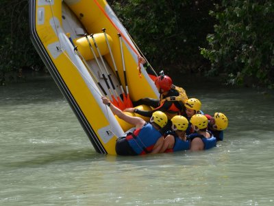Rafting down Genil river white waters