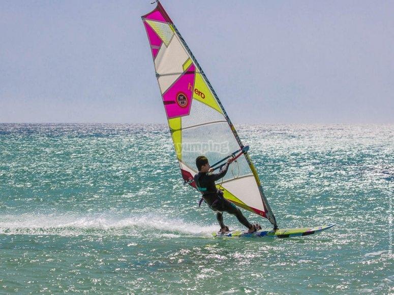 Clases de windsurf 1 día en Cullera