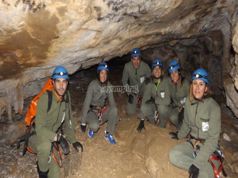坎塔布里亚团队建设的Speleopase