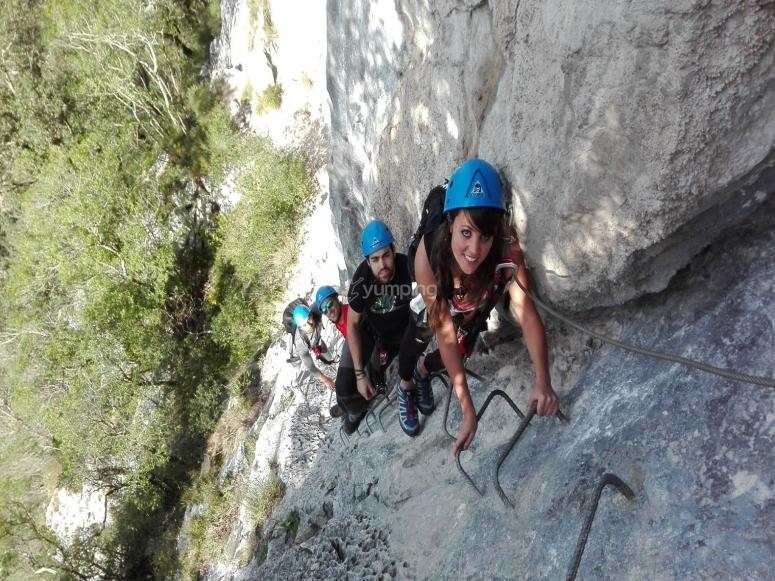 Escaleras en ascensión a la cumbre