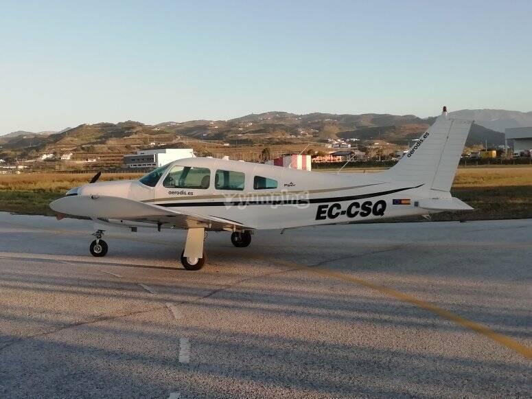轻型飞机,容量为3