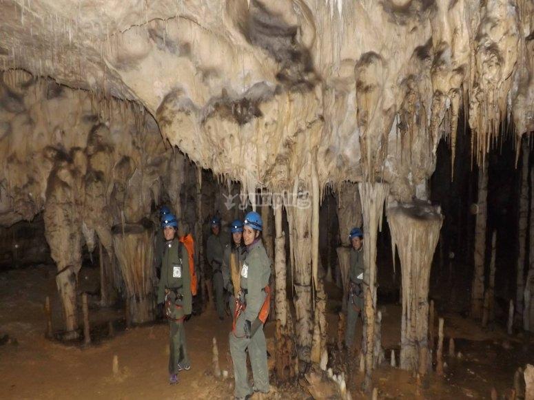 Percorso speleologico in Cantabria coppia