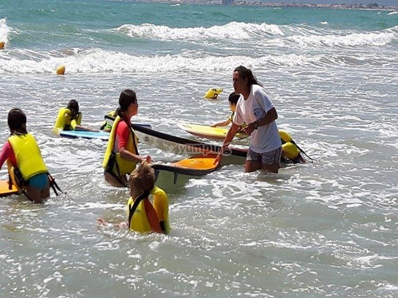 在普拉特亚角(Platja Cap Blanc)学习冲浪教练