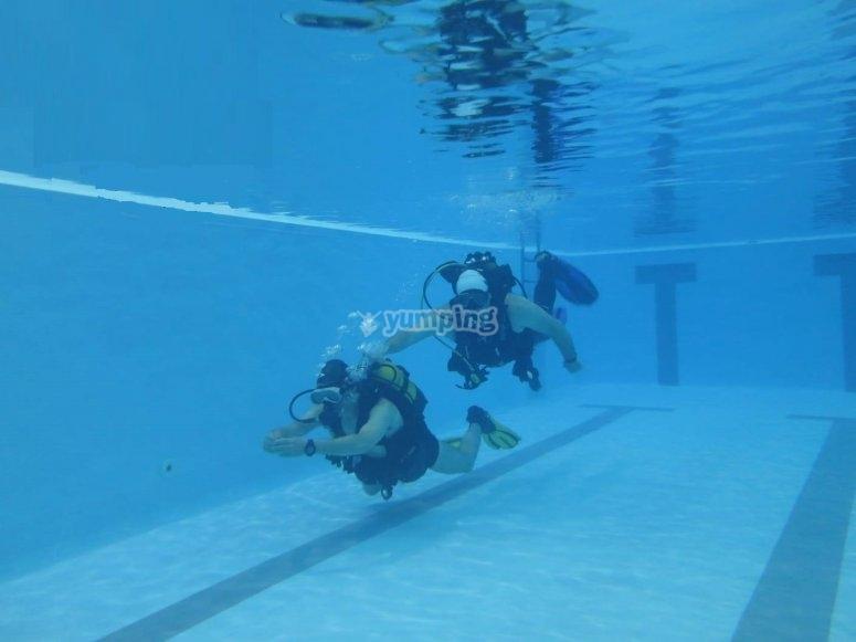 坎塔布里亚泳池潜水