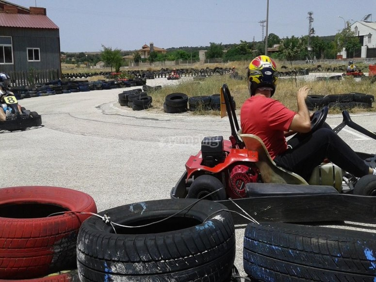 En plena carrera de karting