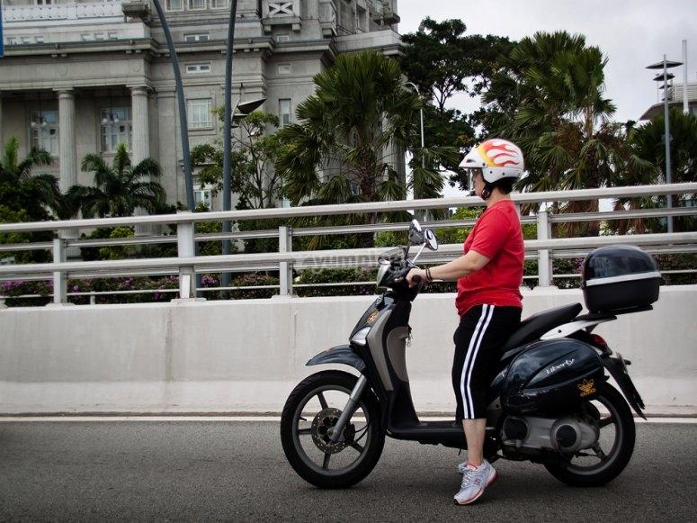 Giro dello scooter Torrox da 50 cc
