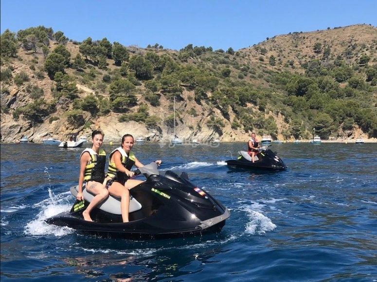 赫罗纳两人座摩托艇出租