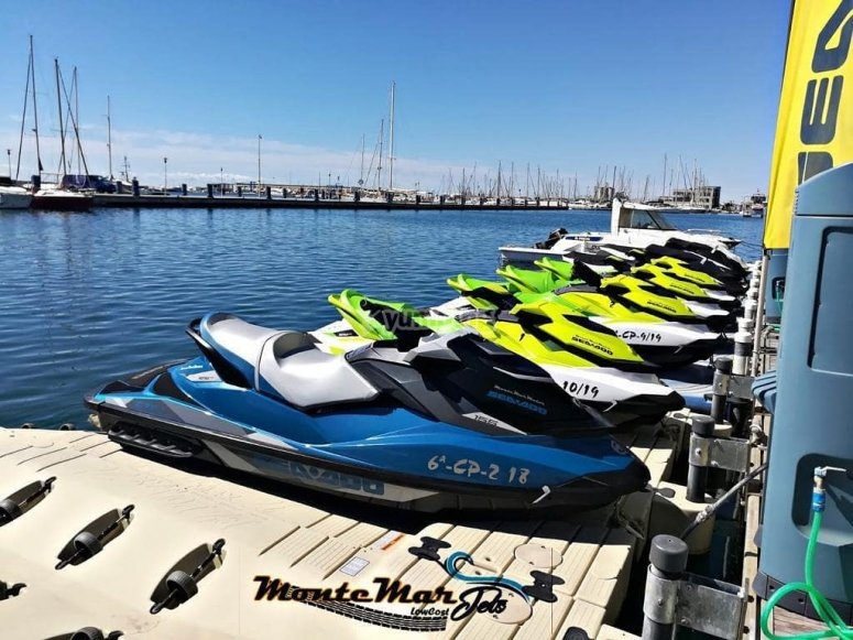 Flota de 4 motos de agua