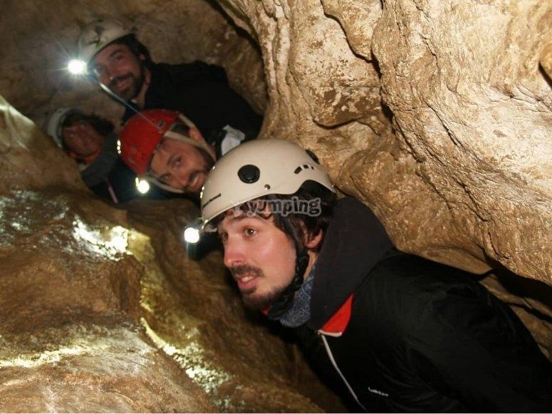 Espeleología para parejas en cueva Piscarciano