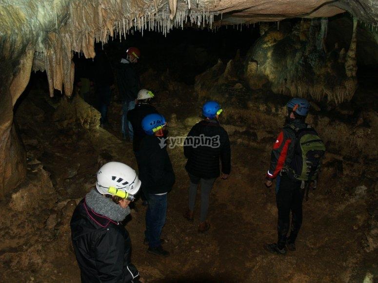 Salida de espeleología en grupo Burgos
