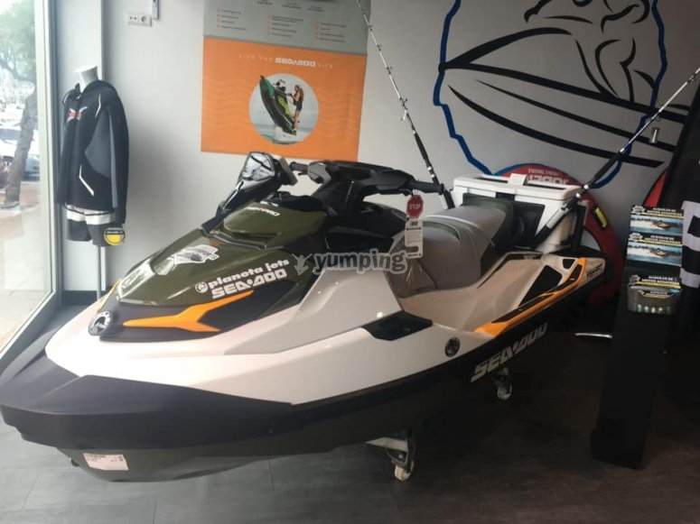 Double-seater jet ski tour