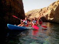 Navegando en el mar con el kayak