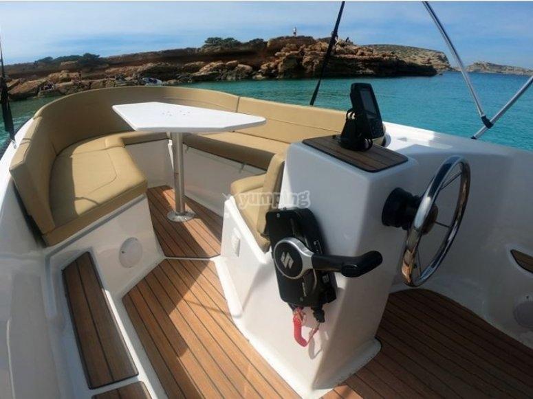 Alquiler de barco para amigos Ibiza